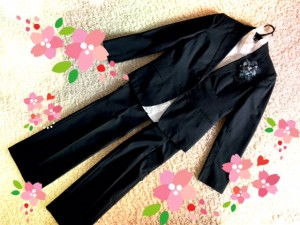 入学式に着る黒のパンツスーツ